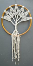 Balinese dromenvanger 'Tree of Life'. Met schitterende bamboe ring . Laat het universum je in je dromen weer in balans brengen.  Diameter 47 cm, lengte 97 cm