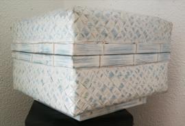 Opbergdoos zachtblauw white wash. Van zwaar verstevigd bamboe. 21x21x10cm.