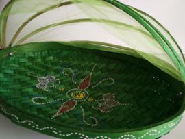 Ovale bamboe gaasmand. Met scharnierend net op kokosschroef. Diameter 34 cm.