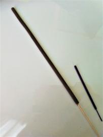 Ayurvedsiche Hindoestaanse wierook, voor het reinigen van je huis. Jempiring wierook sticks.  Inclusief op de achterzijde de tekst van de Balinese Mantra Puja Trisandya. 8 stuks, 31 cm lang met een brandtijd van 2 uur.
