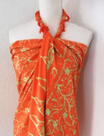 Batik sarong 'Klavertje 4' fluor oranje/appelgroen. van zware kwaliteit. Uit Dian's collectie. 120x170 cm met sarongknoop. Wasbaar op 30 graden. 100 % rayon.