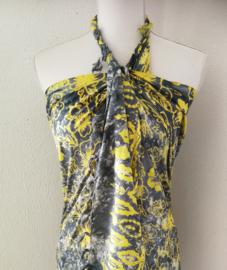 Schitterende batik sarong 'hibiscus' van zware kwaliteit. Uit Dian's collectie. 115x160 cm met sarongknoop. 100 % rayon.