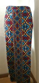 Bali rok, de authentieke en klassieke batik jarik voor de Balinese vrouw. Met elastische taille en diep loopsplit.  Heupwijdte 92 cm taille 80 cm. Ned. maat 36/38.  100% licht elastische rayon