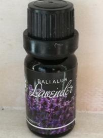Lavendel 100 % pure essentiële olie. Heeft een brede therapeutische werking. Stimuleert het denken en ontspant. Beschermt tegen negativiteit en brengt evenwicht.10 ml