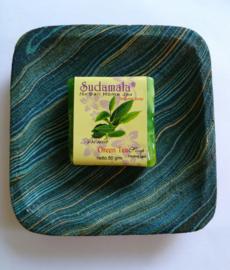 Schitterend zeepbakje met zand beschilderd hout. 12x12  cm. Tezamen met geurend Bali home spa zeepje Green Tea van 50 gram.
