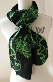 Exclusief batik sjaaltje uit Oost-Java. Zwart/groen. 30x195 cm. 100% rayon. Wasbaar op 30 graden.
