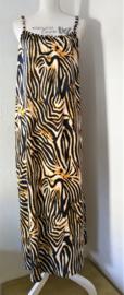 Heerlijk maxi jurkje 'Bali tiger' met verstelbare spaghetti bandjes Bali blad. Wijde armsgaten. Bovenwijdte 120 cm, heup 174 cm.100% rayon. Maat 42 t/m 44.