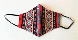 Batik mondkapje rood/wit/zwart/blauw.