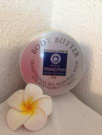Frangipani unieke body butter. Verrijkt met de eeuwenoude verjongende  Habbatussauda; olie uit het zwarte komijnzaad, olijfolie en cacao zaad boter. 100% natuurlijke ingredienten. Blikje van 50 gram