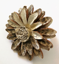 Verstelbare bloemenring van kunstleer. Naturel.  Uit Dian's Boutique. Max 1 product per bestelling.