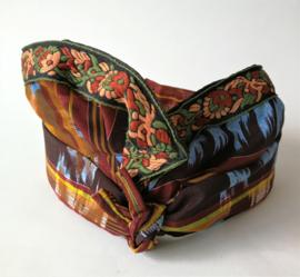 Udeng. Traditioneel Balinees hoofddeksel voor mannen. Omtrek 62 cm