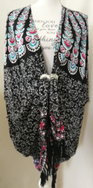 Sarong vest pauw, zwart/blauw/rood. Symbool van onsterfelijkheid. 100% rayon, met sarong knoop.