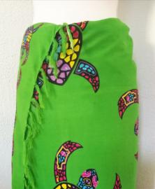 Sarong Bali Turtle groen. Symbool voor een lang leven, kracht en betrouwbaarheid. 115 x 160 cm. 100% rayon (kunstzijde) wasbaar op 30 graden.  Met sarongknoop.