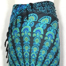 Sarong pauw, zwart/blauw/oker. Symbool van onsterfelijkheid.
