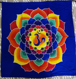 Wandkleed Lotus Ohm. Batik uit Ubud, 1.10 x 100 cm, met ophangkoord.
