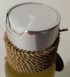 Relax massageolie met 30% groene thee extract, coconut, olijf en soja olie. Werkt diep ontspannend en is een effectieve olie om rimpels te verminderen. 100 ml. Met kepeng, Balinees geluksmuntje