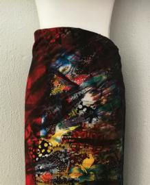 Exclusieve dubbel batik sarong XXL 'Graffiti Art'. Gemaakt volgens de BingTechniek uit Indonesie.Van extra zware kwaliteit. 110x 200 cm, met sarongknoop. 100 % rayon.