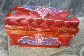 Subliem bewerkt offerdoosje. 19x9x12 cm. Voor je offervoorwerpen of als prachtig opbergboxje.