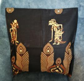 Schitterend gevoerd kussen van authentieke Javaanse batik.