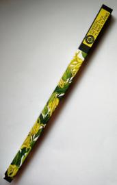 Helende aromatherpie. Ylang Ylang Essential Sticks. Unieke bewerking. Ondergedompeld in pure bloemenolie. Brandtijd 45 minuten. Inhoud 10 sticks