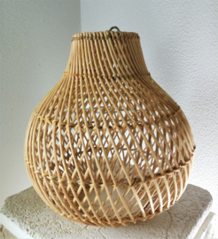 Schitterende naturel ovale rotan hanglamp.