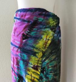 Exclusieve dubbel batik Bali sarong  XXL 'Fish'. Gemaakt volgens de BingTechniek uit Indonesie.Van extra zware kwaliteit. 110 X 200 cm. Wasbaar op 30 graden. Met sarongknoop.