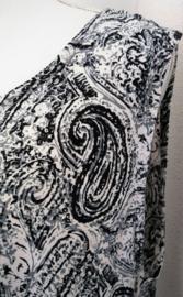 Mouwloze top. Paysley zwart/antraciet/wit, met ronde zoom. Maat 48 t/m 56. Lengte 74 cm, bovenwijdte 1.20 cm, heup 1.40. 100% rayon