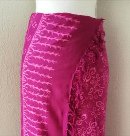 Batik sarong 'Bali Art tiga'. 115x170 cm met sarongknoop. 100 % rayon.
