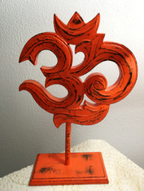 Schitterend handwerk dit Ohmteken uit het Boeddisme en Hindoeisme. 25 x 20 cm. Oranje gelakt.