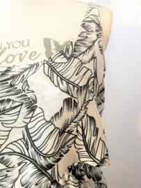 Voor lange zwoele zomerdagen. Maxi jurkje 'Bali 'OpArt', elastische taille, dubbel losvallend bovenpand, gerimpeld achter. Verstelbare schouderbandjes, zijsplitjes. Lang 138 cm. Bovenwijdte tot 82 cm, taille 74 cm, heup tot 108 cm. 100% rayon. 36/40