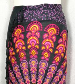 Sarong pauw, zwart/multi color. Symbool van onsterfelijkheid.