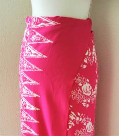 Bali authentieke ceremonie sarong, roze/wit. 120 X 150 cm Wasbaar op 30 graden. Met sarongknoop.