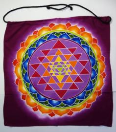 Meditatie doek 'Sahasrara'. Mantra 'Om Mani Padme Hum'. Batik uit Ubud, 50x 50 cm. Met ophangkoord.