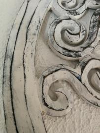 Tree of life vintage wit. Schitterend Balinees houtsnijwerk. Diameter 40 cm. Met ophanghaakje.