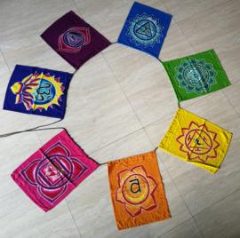 Chakra vlaggenlijn. Batik handwerk. 7 vlaggen van 33x26 cm. Lengte inclusief koord  3 meter. 100% rayon