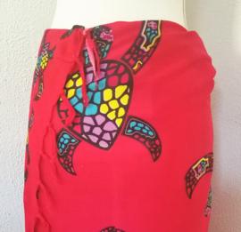 Sarong Bali Turtle rood. Symbool voor een lang leven, kracht en betrouwbaarheid. 115 x 160 cm. 100% rayon (kunstzijde) wasbaar op 30 graden.  Met sarongknoop.