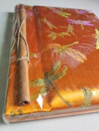 Opschrijfboek oranje. Ongebleekt rijstepapier met schitterende velourse stoffen kaft 20x23x1,5 cm.