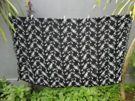 Batik sarong Op-Art XL libelle. Van extra zware kwaliteit. Uit de Busana Agung collectie en gemaakt met de BingBatik techniek uit Indonesie.  1.25 x 2.00 cm.  100% rayon. Wasbaar op 30 graden. Met sarongknoop.