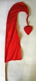 Umbul Umbul vlaggetje rood dua 56 cm. Umbul Umbul betekent 'staart van de draak'. De vlag wordt in de grote versie van 3 meter ter bescherming gebruikt bij Balinese ceremonies. De onderkant van de vlag vrij moet hangen, om boze geesten te weren.