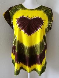Hartenshirt tie dye batik. T line en aangeknipt mouwtje. 1.04 cm wijd, 66 cm lang. Maat 36 - 42, 100% rayon.