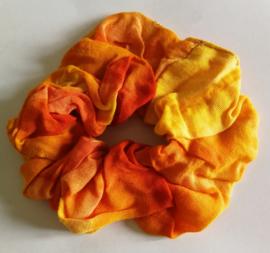 Collectors item van eigen label. Batik wokkel /scrunchie van tie dye sarong stof. Voor paardenstaart, vlecht of knot.