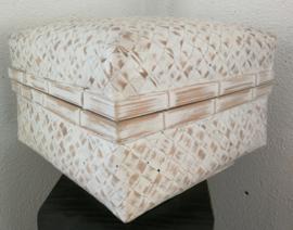 White wash opbergdoos. Van zwaar verstevigd bamboe. 28x28x17 cm.