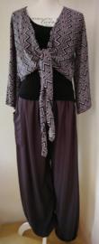 Muisgrijze Aladin broek met elastische taille en enkels, binnenbeenlengte 76 cm. Wikkelvestje, wikkel van 200 cm en zwart elastisch topje. Complete set van 100 rayon. 36 t/m 42