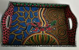 Dienblad. Gecko. Symbool van geluk en vruchtbaarheid.  Handbeschilderd  hout, geinspireerd door de Aboriginals. 30x21 cm