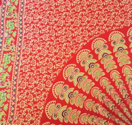 Sarong Mandala pauw. Oranje/ multi. Met hertjes/olifantjes op de rand.
