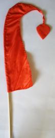 Umbul Umbul vlaggetje oranje 56 cm. Umbul Umbul betekent 'staart van de draak'. De vlag wordt in de grote versie van 3 meter ter bescherming gebruikt bij Balinese ceremonies. De onderkant van de vlag vrij moet hangen, om boze geesten te weren.