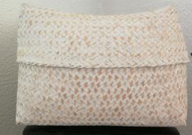 White wash offerdoos van zacht bamboe. 23x23x13 cm (zonder inhoud) getoond met artikel  418A