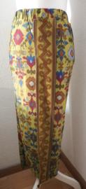 Bali rok, de authentieke en klassieke batik jarik voor de Balinese vrouw. Met elastische taille en diep loopsplit.  Heupwijdte 94 cm taille 80 cm. Ned. maat 36/38.  100% licht elastische rayon