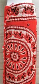 Sarong mandala olifant rood/wit. Balinees symbool van  kracht, heilige wijsheid en onsterflijkheid.  110x160 cm, 100% Rayon (kunstzijde) wasbaar op 30 graden. Met sarongknoop.