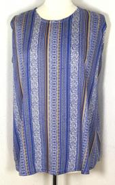 Mouwloze top Bali Garis blauw, met ronde zoom. Lengte 67 cm, bovenwijdte 114 cm, heup 140 cm. 100% rayon. Maat 46 t/m 50.